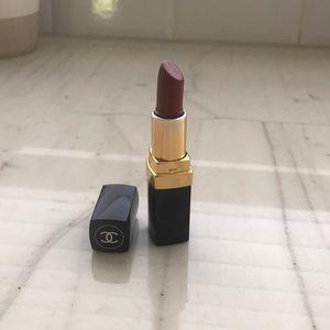 Chanel Enigma Crema Lipstick